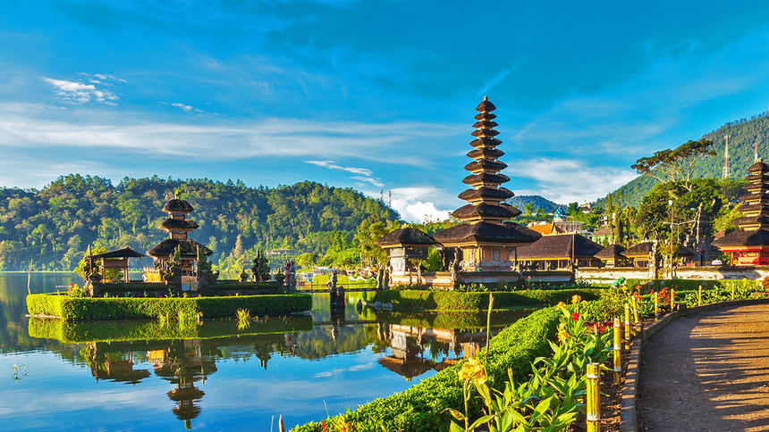 Return flights from London to Bali for just 337 £