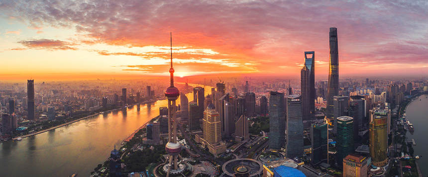 Direct return flights from Madrid to Shanghai from just 371 €