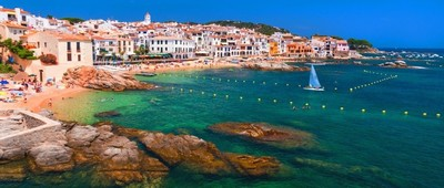 Summer round-trip flights from Billund to Girona, Spain for just 27 €