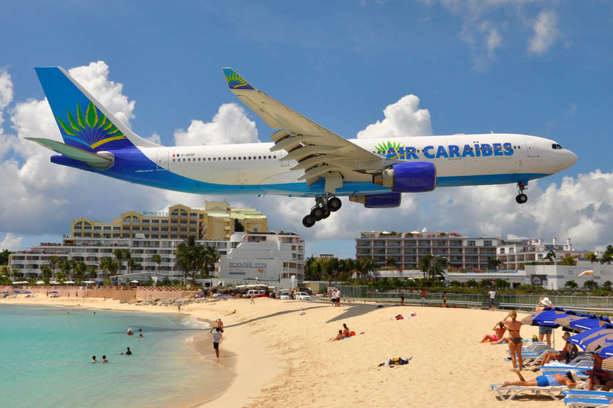 Direct round-trip flight from Paris to Sint Marteen for just 230 €