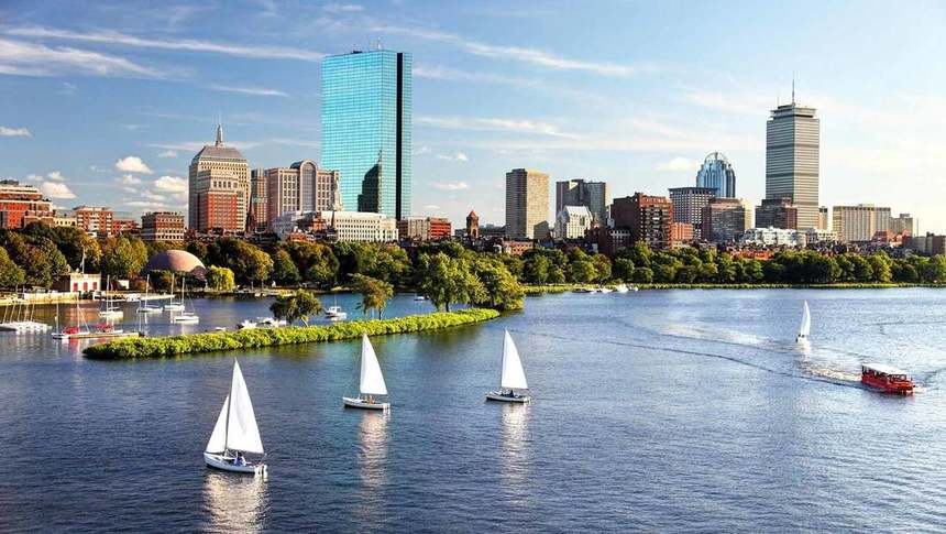 Direct return flights from Barcelona to Boston for just 188 €