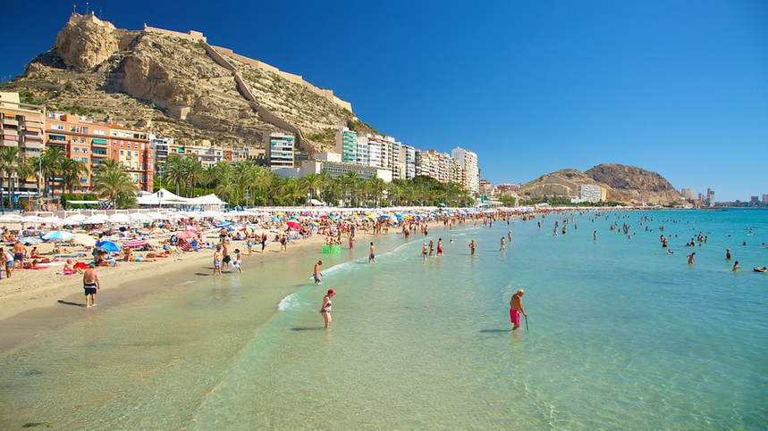 Round-trip flights from Lyon to Alicante for just 27 €
