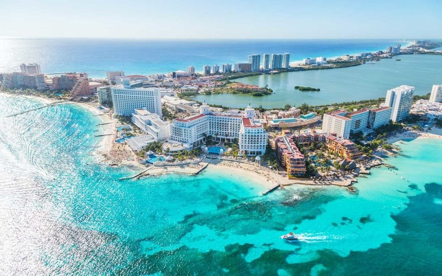 Direct return flights from UK to Cancun for just 279 £ / 316 €