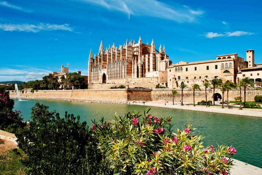 Round-trip flights from Rostock to Palma de Mallorca, SPAIN for 30 €