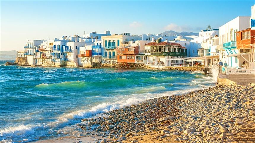 Return flights from Milan to the lovely island of Mykonos for just 37 € ( Min 4 Pax )