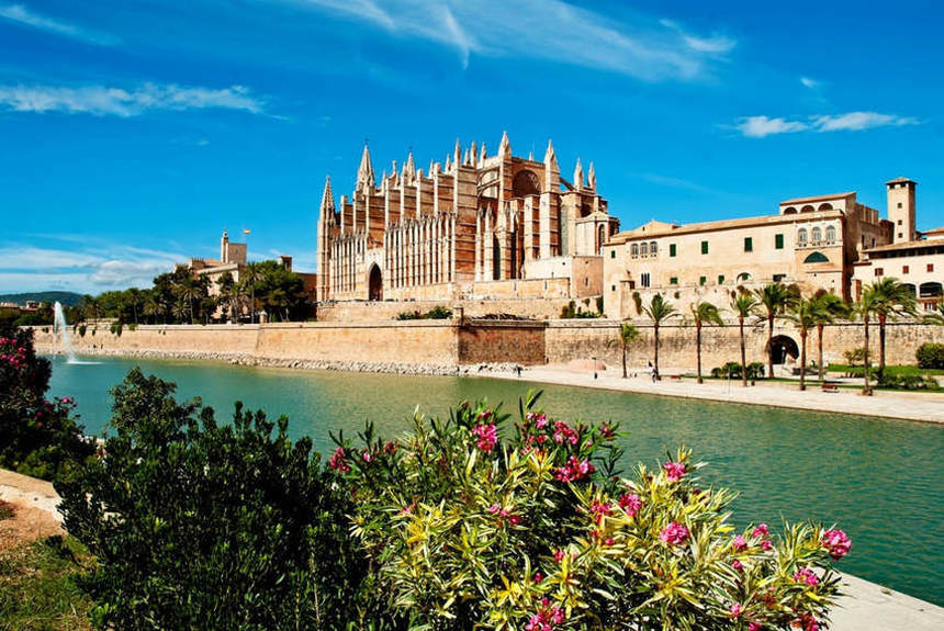 Round-trip flights from Berlin to Mallorca for only 12 €