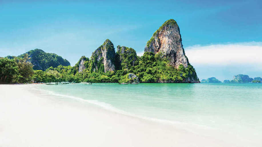 Round-trip flights from Rome to Phuket, THAILAND for 393 €