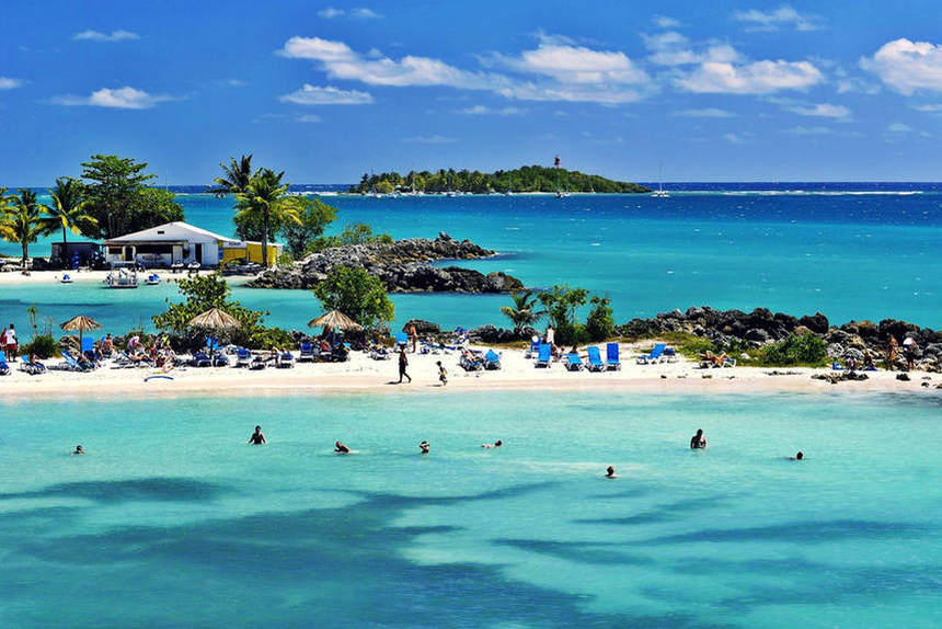 Direct return flights from Paris to Guadeloupe from only 247 €